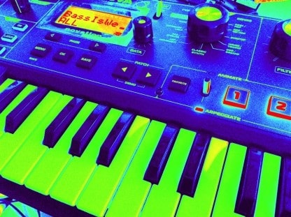 Photo of the Novation Mininova with distorted colours so the white keys are vibrant green